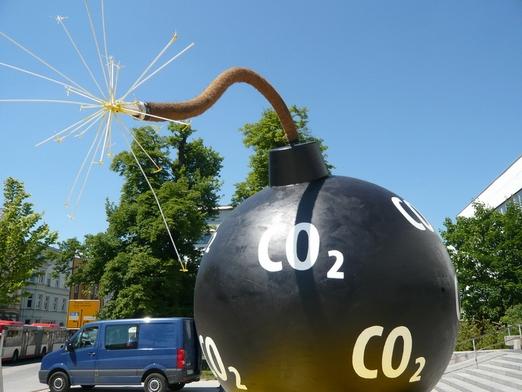 здоровье пчел, выбросы СО2, NOOA, дефицит белка